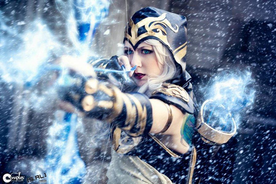 league of legends ashe cosplay by missyeru-d5gaa6d